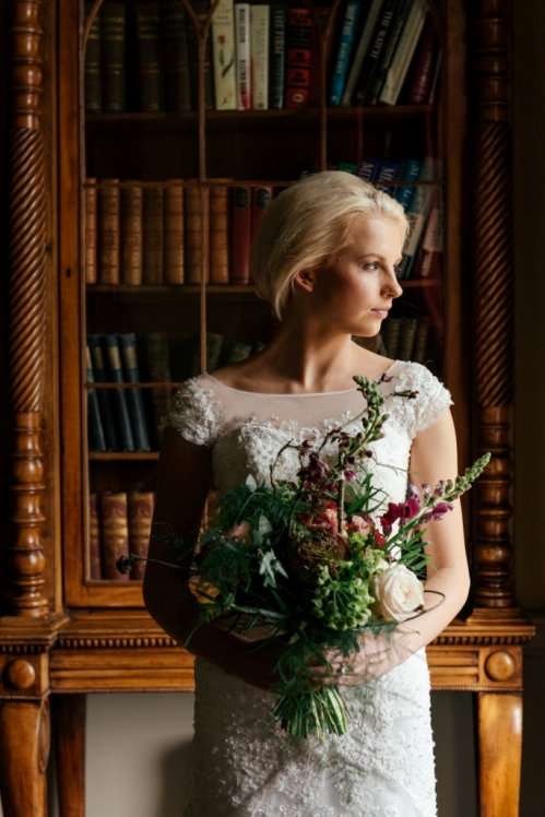 Bride with wild and natural style flower Bouquet L
