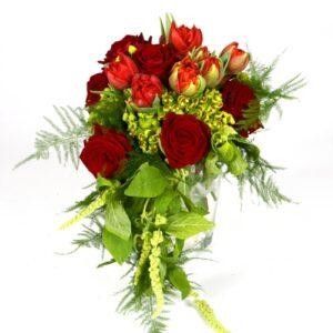 brides wedding bouquet in reds