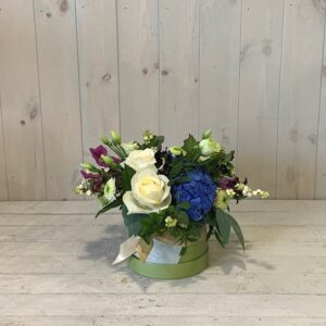 Flowers to collect - mini hatbox flowers in blues and whites