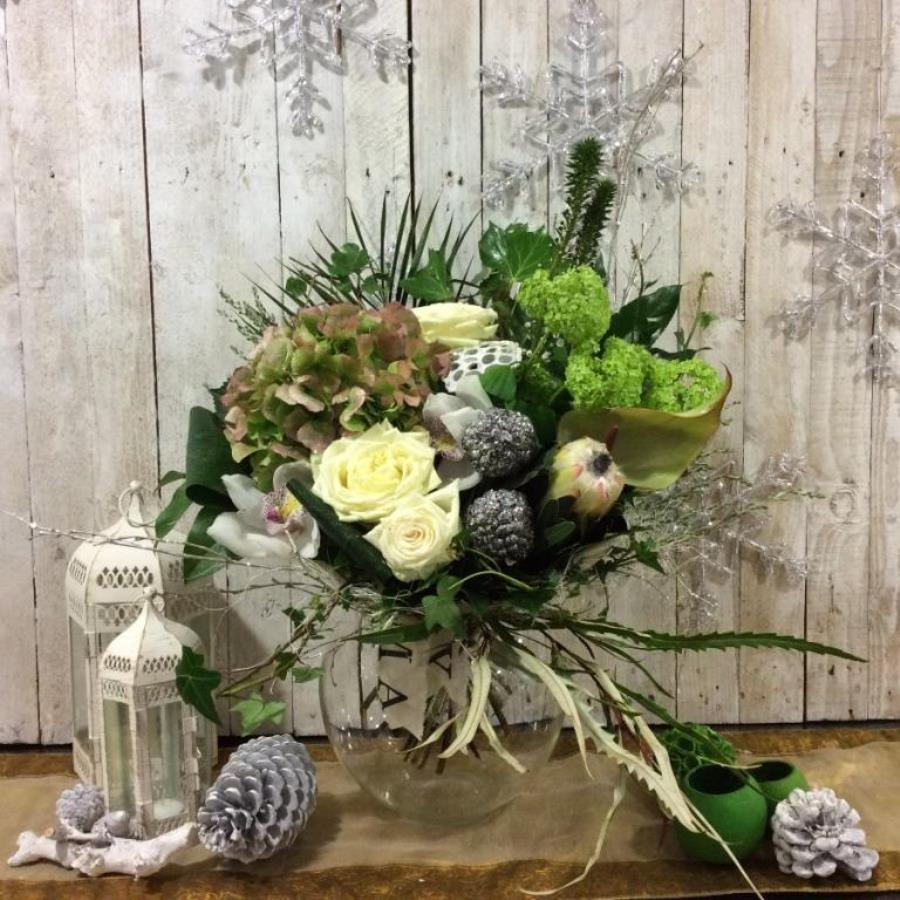A Christmas flower bouquet in whites available for Christmas delivery in Dublin and across Irelandy in