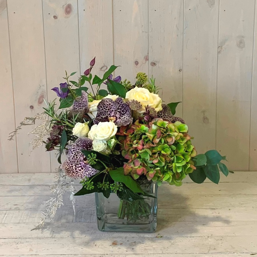 Winter flower arrangements delivered in Dublin